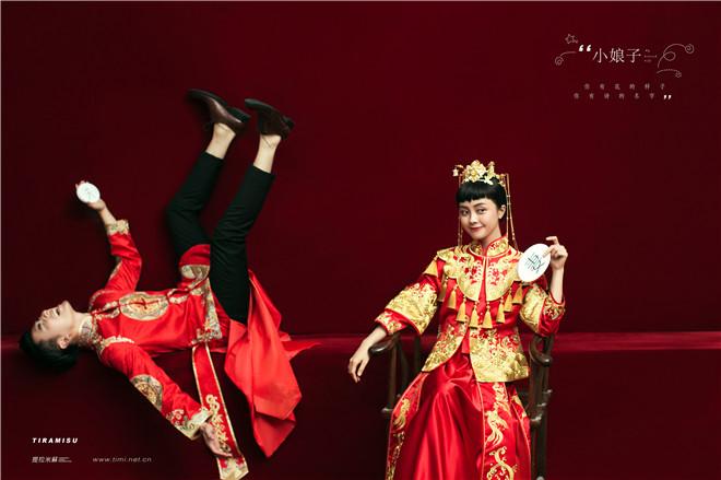 中式婚纱照的鬼马气息图片