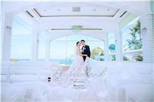 玻璃帷幕下的巴厘岛婚纱照